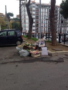 rifiuti-per-strada